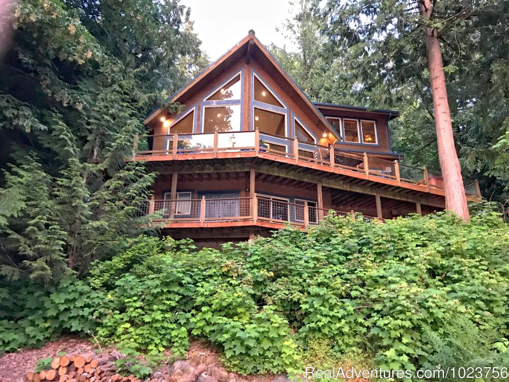 Just 2-hrs (N) of Seattle, Mt. Baker Lodging is your source for private, fully equipped Mt. Baker area cabins, cottages, condos, chalets, and executive vacation home rentals,  located at the magnificent gateway to the Mount Baker Recreation Area!