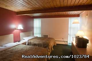 2 Queen Bedroom - Powder Springs Inn