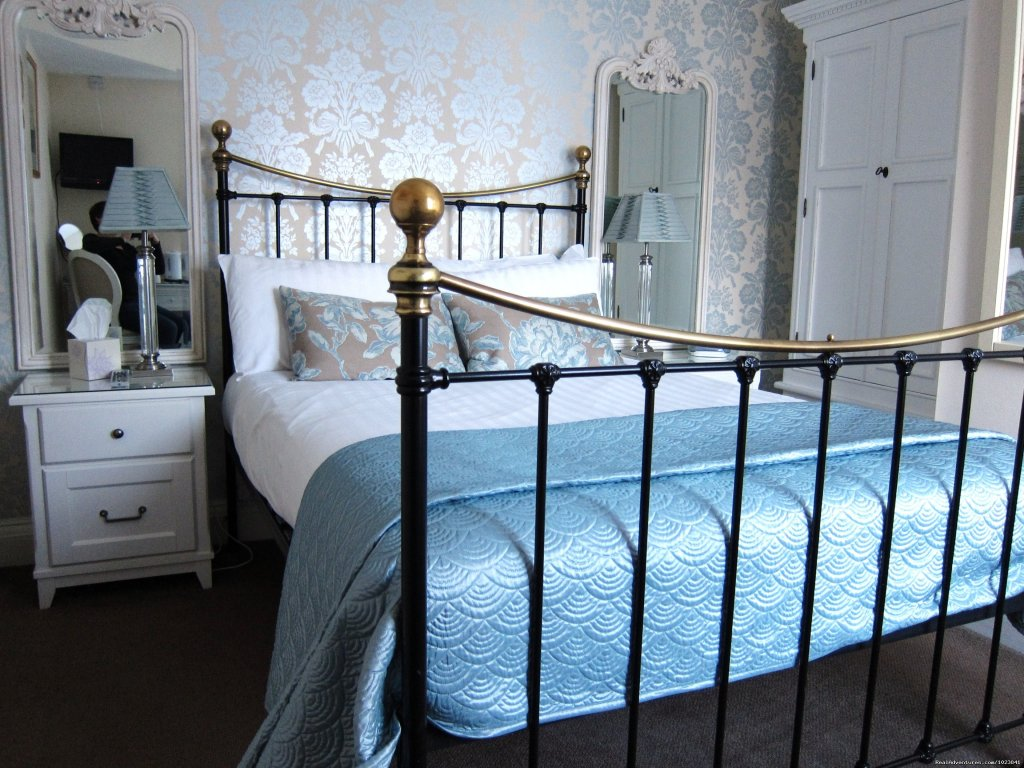 Buckland Room | Image #4/8 | WindrushHouse: treat yourself stay at Award Winner