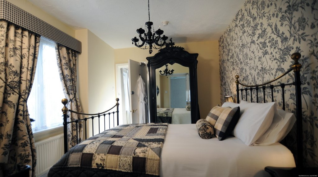 Bourton Room | Image #5/8 | WindrushHouse: treat yourself stay at Award Winner
