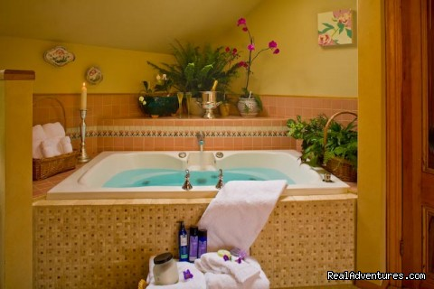 Garden Room 2-person whirlpool tub - Old Thyme Inn Bed and Breakfast