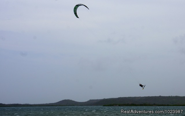 Kite surfing in Sint Joris Bay. - Limestone Holiday, a comfortable, cosy eco resort