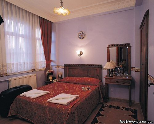 Hotel Tashkonak just a short walk to the Byzantine and Ottoman Monuments such as famous Blue Mosque, St.Sophia, Hippodrome, Grand Bazaar, Topkapi Palace and Basilica Cistern. Hotel has 32 guest rooms equipped with Air Condition, minibar, TV ...