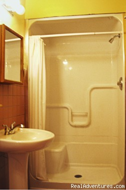 Numerous clean bathrooms (#4 of 10) - Canadiana Backpackers Inn