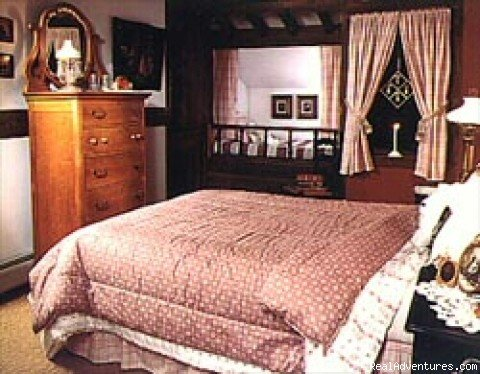 bdrm | Image #2/3 | Grunberg Haus Bed & Breakfast Inn and Cabins