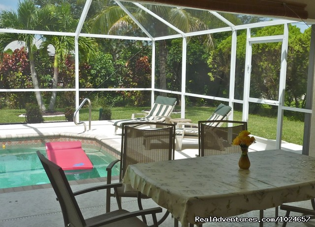 Patio with pool and garden - Villa Florence close to Fort Myers and beaches