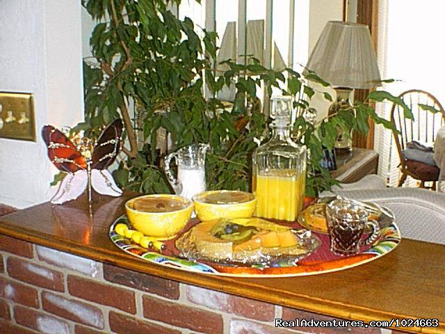 Murray House breakfast tray - Murray House Bed & Breakfast: It's a Special Place
