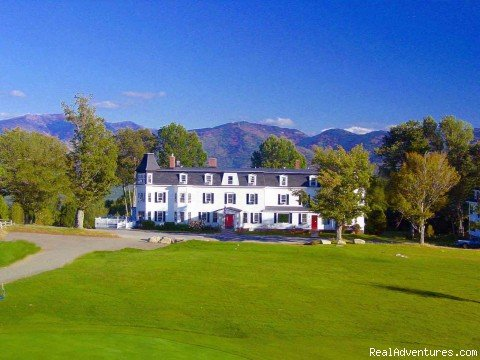 3 best of NH awards. A Grand B & B amidst the White Mountains. B & B offering Fireplaces, decks, Jacuzzis, outdoor pool, golf, ski & snowshoe on site.  Casual tavern and award winning restaurant, wine list.  Spectacular views wherever you look!