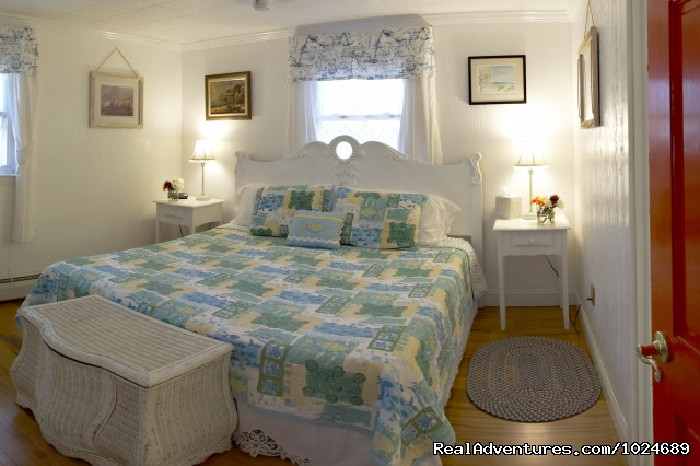 Periwinkle Room (#8 of 14) - A Beach House Oceanfront Bed & Breakfast