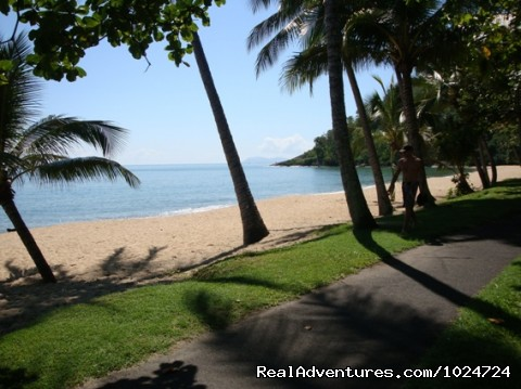 Beautiful Award Winning Trinity Beach - Relax at Palms at Trinity Beach Apartments Cairns