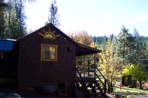 Meadow Lark Bungalow Cabin Exterior - Sunset Inn- Yosemite Guest Cabins