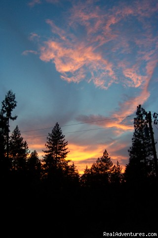 Another Fabulous Sunset at Sunset Inn - Sunset Inn- Yosemite Guest Cabins