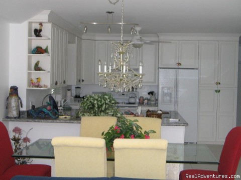 Emma's Dining area and Kitchen - Emma House In the Heart of Old Town + Pvt Pool !