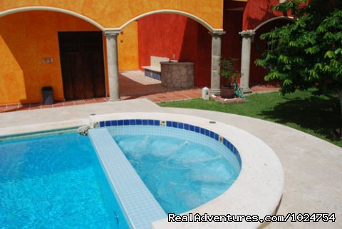 Jacuzzi and dive rinse tank, rack, and outdoor shower. - Casa Colonial, Cozumel Vacation Villas