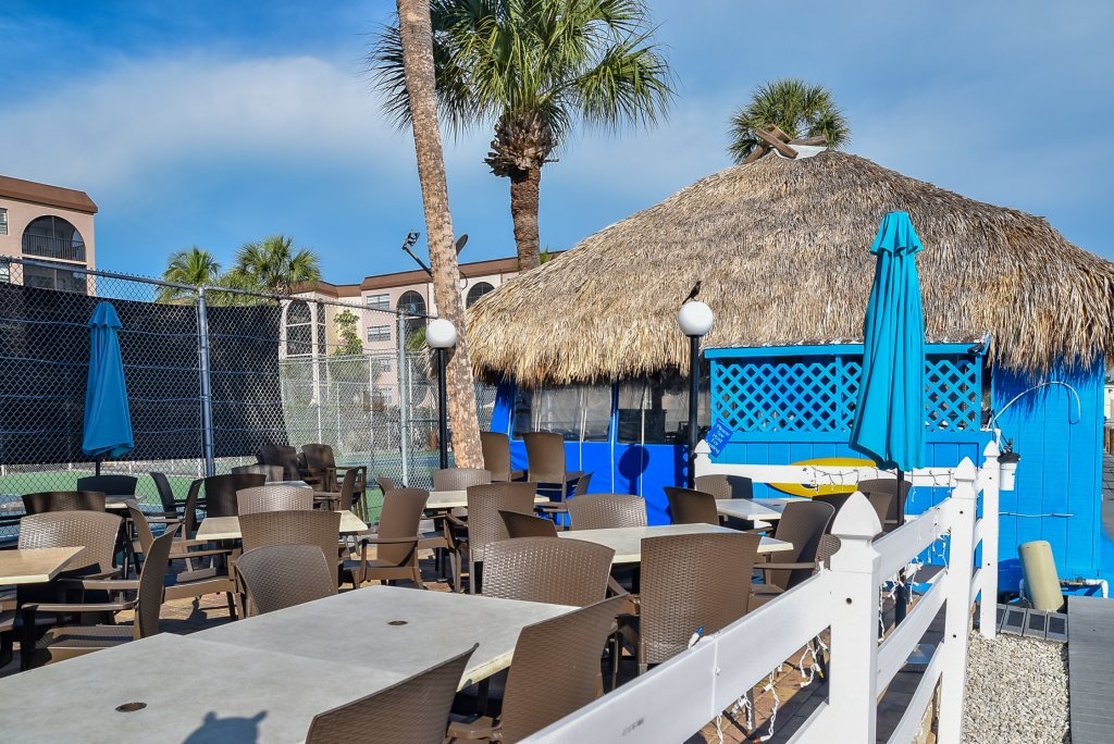 Dolphin Tiki Bar | Image #17/18 | Marco Island Waterfront Fun Anglers Cove Resort