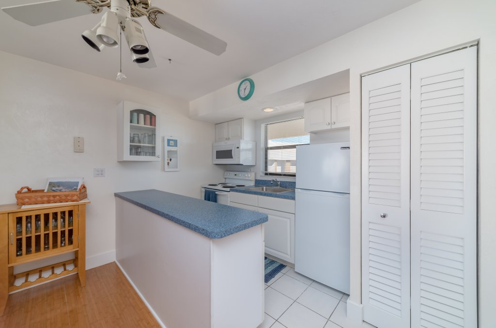 Kitchen | Image #8/18 | Marco Island Waterfront Fun Anglers Cove Resort