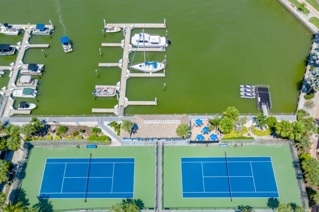 Tennis Courts | Image #6/18 | Marco Island Waterfront Fun Anglers Cove Resort