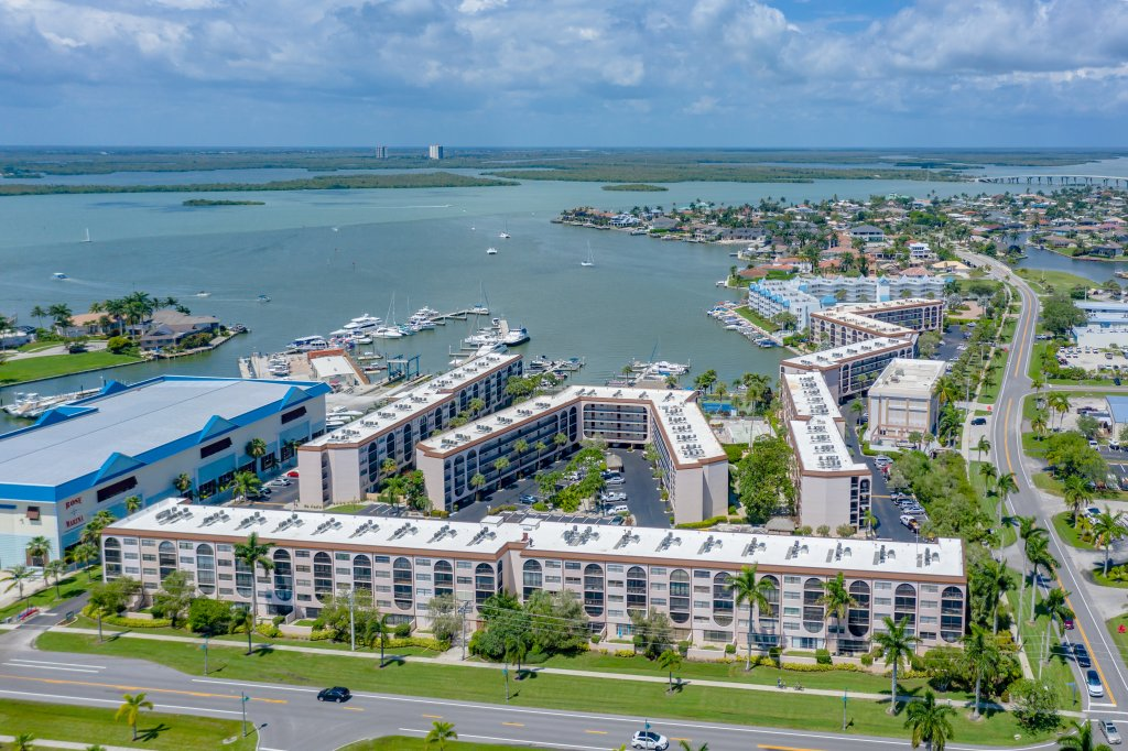 Updated Marco River Waterfront Resort Condo. Elevator/ 2 Heated Pools and Spas/2 Tennis Cts, , Marina w/Boat Slips. Waterfront Tiki Restaurant Bar. Very Tropical! Marco Beaches 5 min. Golf & Naples 5th Ave Shopping 15 min., Ft. Myers Airport 45 min.