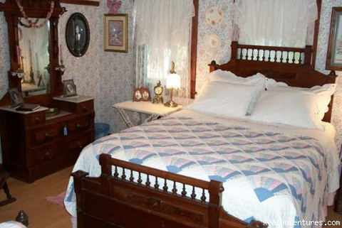 Forget-me-not Room - Romantic Weekend Getaways The Garden Cottage B&B