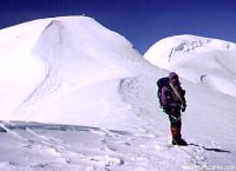 Trekking & Mountaineering www.shangrilatrek.com