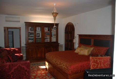 Ground Floor King bedroom - Villa Sant'Andrea Cortona