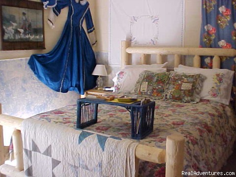 Prarie Lace  B&B room - Dripping Springs Inn and Cabins