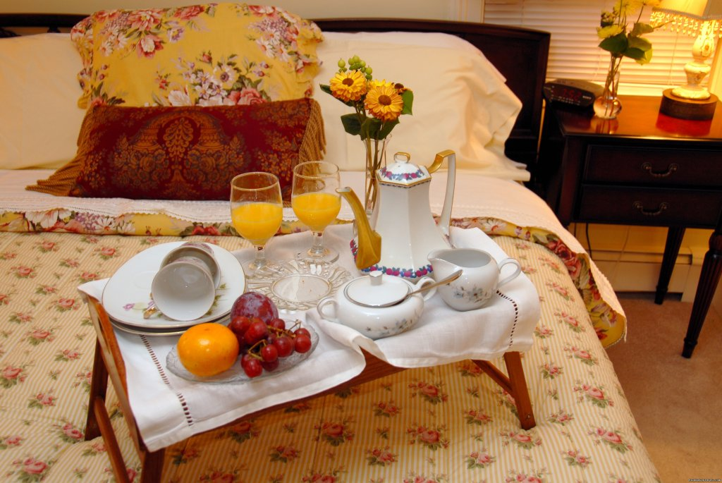 Breakfast in Bed at Arbor View House | Image #5/21 | B&B Romantic Getaway near Greenport | Arbor View