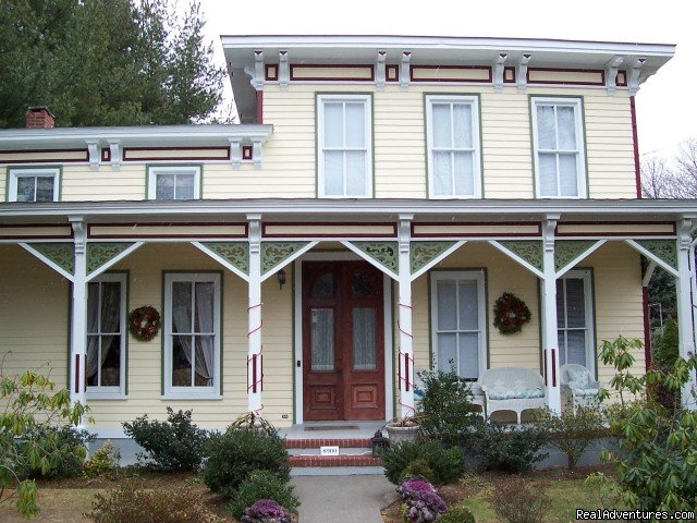 Arbor View House at Christmas | Image #6/21 | B&B Romantic Getaway near Greenport | Arbor View