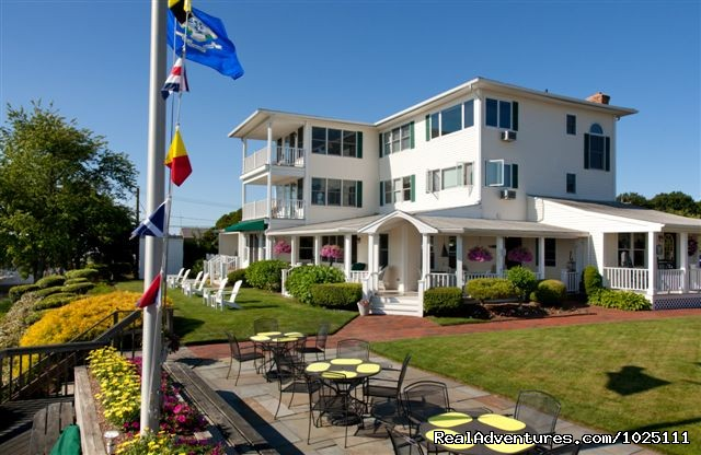 Romantic Waterfront B&B near Mystic and Casinos