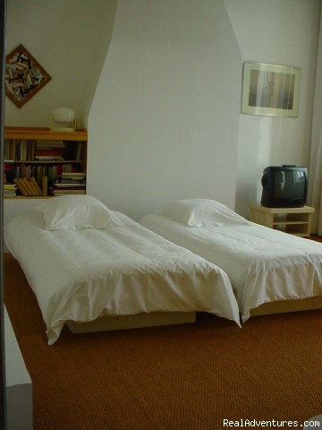 Room 1 with twin beds - Antwerpen-Bed and Breakfast-HET SINGELHUIS