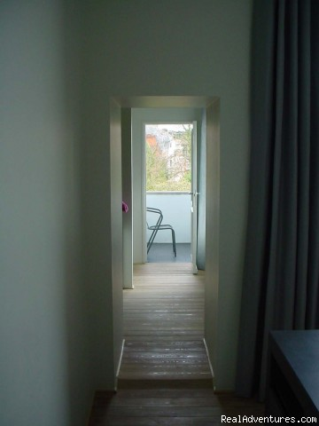 Room 2 with an adjacent dressing room - Antwerpen-Bed and Breakfast-HET SINGELHUIS