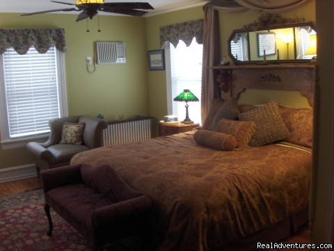 The majestic Greenport Room is a king sized favorite - Stirling House Bed and Breakfast - Greenport NY