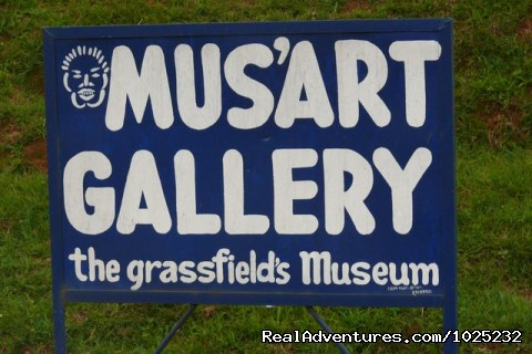 Mus'Art Gallery, Signpost - Mus'Art Gallery: Grass-fields Arts Museum Cameroon