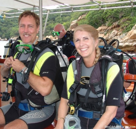 Happy divers - Hooka, Snorkel and scuba dive tours in Acapulco
