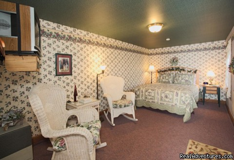 Grape Arbor Room - Garden Gate Get-A-Way Bed & Breakfast