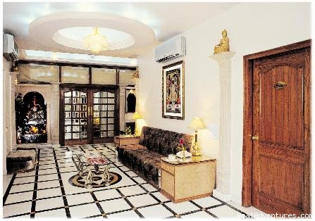Lobby - Bajaj Indian Home Stay