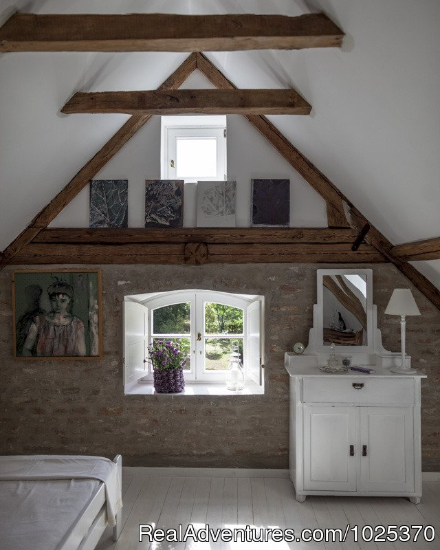 Bedroom | Image #5/12 | The bat Barn, Guest House and Hunting Lodge -