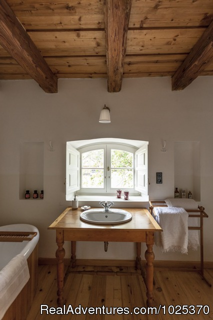 Bathroom (all Wood) - The bat Barn, Guest House and Hunting Lodge -
