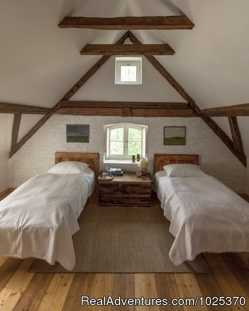 - The bat Barn, Guest House and Hunting Lodge -