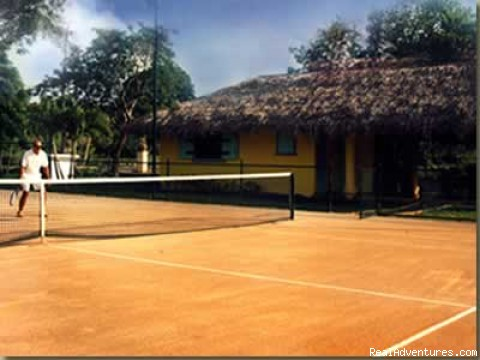 On Site : Flood-lit Tennis Court - Haciendas El Choco