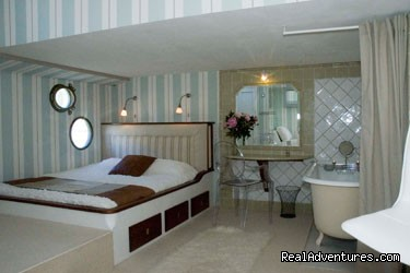 Honeymoon Suite Aboard Esperance - Canal & River Cruises in France by France Cruises