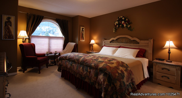 Family suite Master Bedroom - Penticton, Royal Bed and Breakfast