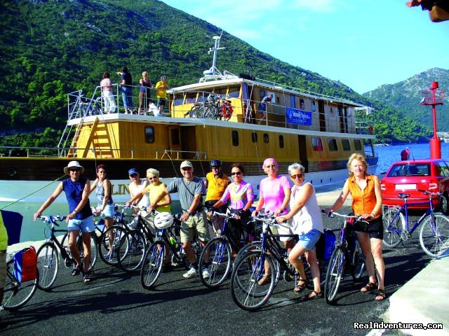 Explore Europe by bicycle!  Organized bike tours &  Bike&River cruises throughout Austria, Germany, France, Netherlands, Portugal, Spain, France, Italy, Greece & beyond!  Tours include accommodation, meals, daily luggage transfer, bike rental & more.