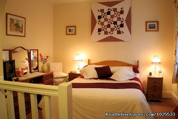 A charming refurbished ensuite double bedroom - Plasnewydd B&B. The finest place to stay in Wales.