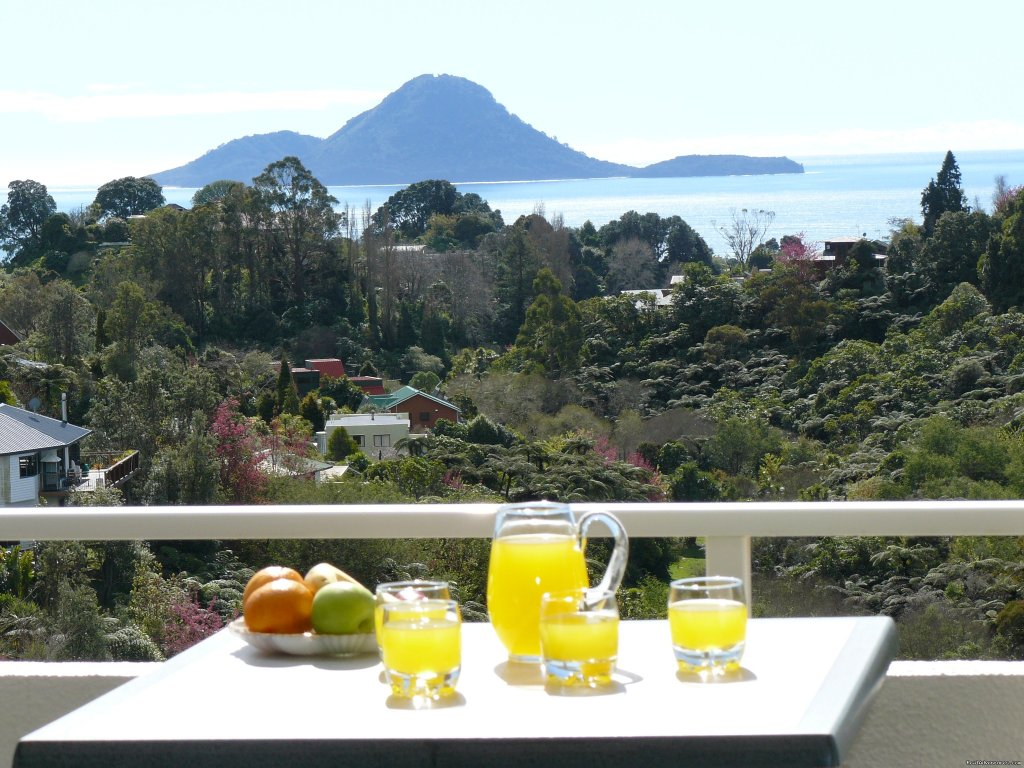 Crestwood B & B for private,quiet vacations Whakatane, Bay of Plenty, New Zealand Bed & Breakfasts