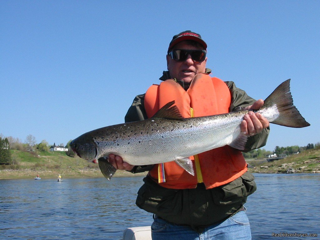 Guide Elvis with Summer Salmon | Image #14/23 | Fishing Atlantic Salmon