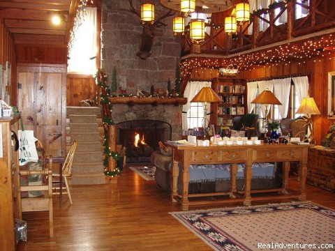 Great Room - perfect for family reunions - Rocky Mountain Lodge & Cabins: B&B & Cabin Rentals