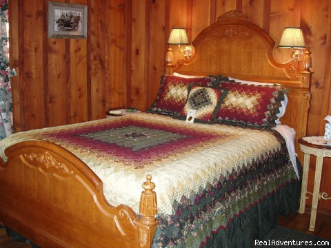 Lodge Bedrooms - Rocky Mountain Lodge & Cabins: B&B & Cabin Rentals