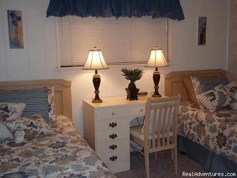 Second Bedroom - ATTENTION: Beach, Tennis,&Golf Lovers