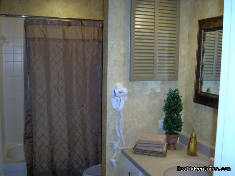 Palmetto Dunes Guest Bath (#19 of 21) - ATTENTION: Beach, Tennis,&Golf Lovers